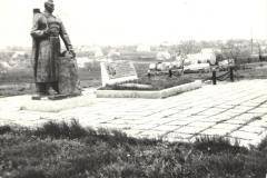 21-Мемориальный-комплекс-погибшим-в-годы-ВОВ-с.Червоний-Яр-Украина